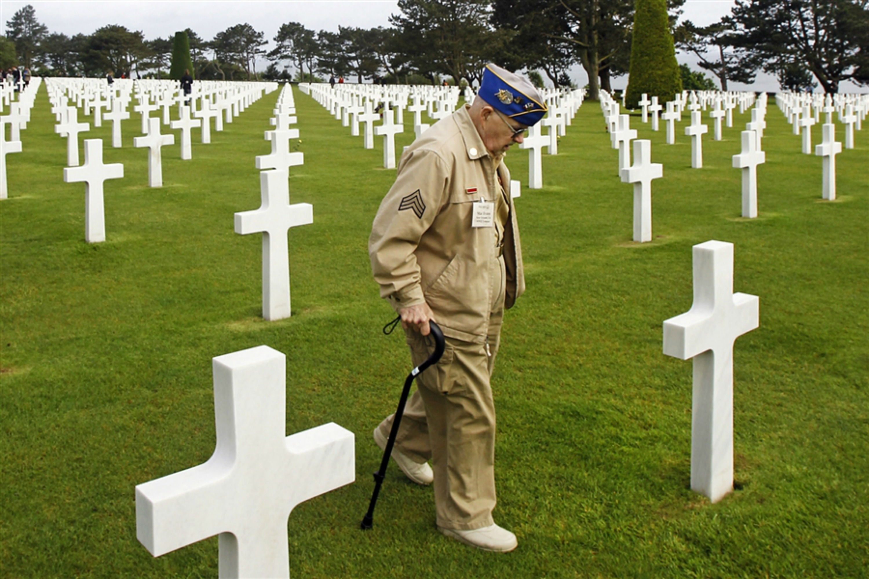 A US veteran in a Normandy cemetery. Archive photo