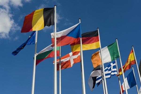 Drapeaux européens - © shutterstock/senai aksoy