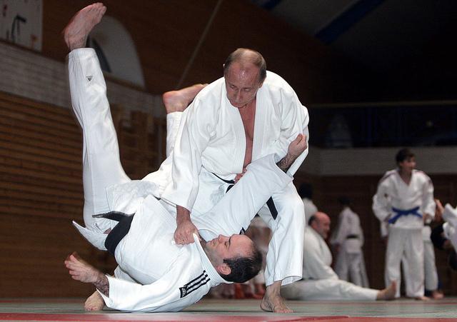 L'adversaire de Vladimir Poutine sur la photo n'est autre qu'Arkadi Rotenberg, concerné directement par les nouvelles sanctions européennes, 11 septembre 2011 [Jedimentat44/Flickr]