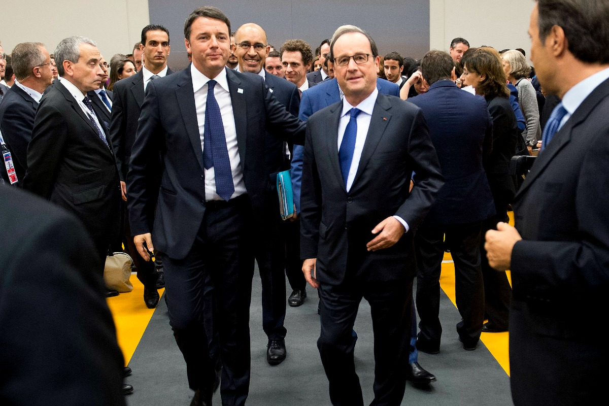 Matteo Renzi (left) and François Hollande at the Milan summit on jobs and growth, 8 Oct. 2014 [Palazzo Chigi/Flickr]