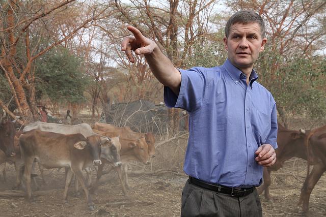 Erik Solheim lors d'une visite au Soudan - Copyright: Ragnhild H. Simenstad, UD