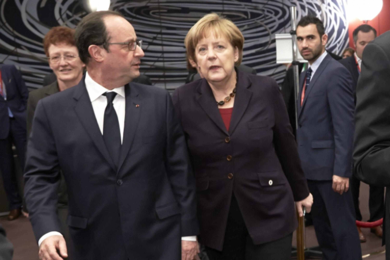 François Hollande et Angela Merkel au sommet européen du 18 décembre à Bruxelles