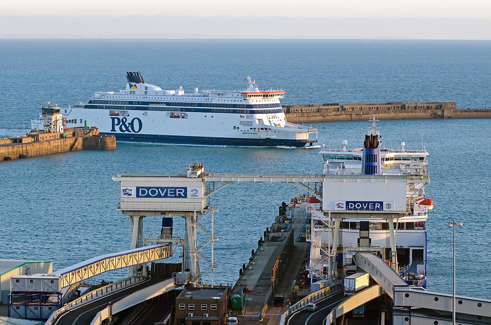 Les ferry se succèdent chaque jour entre le port de  Dover au Royaume-Uni) et celui de Calais en France  / Paul J Martin / Shutterstock.com