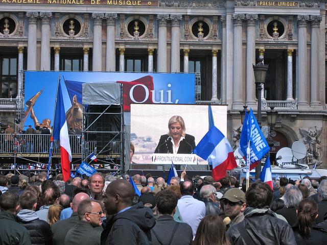 Le Front National, qui accuse Martin Schulz, président du Parlement, de fraude, caracole en tête des sondages en France.