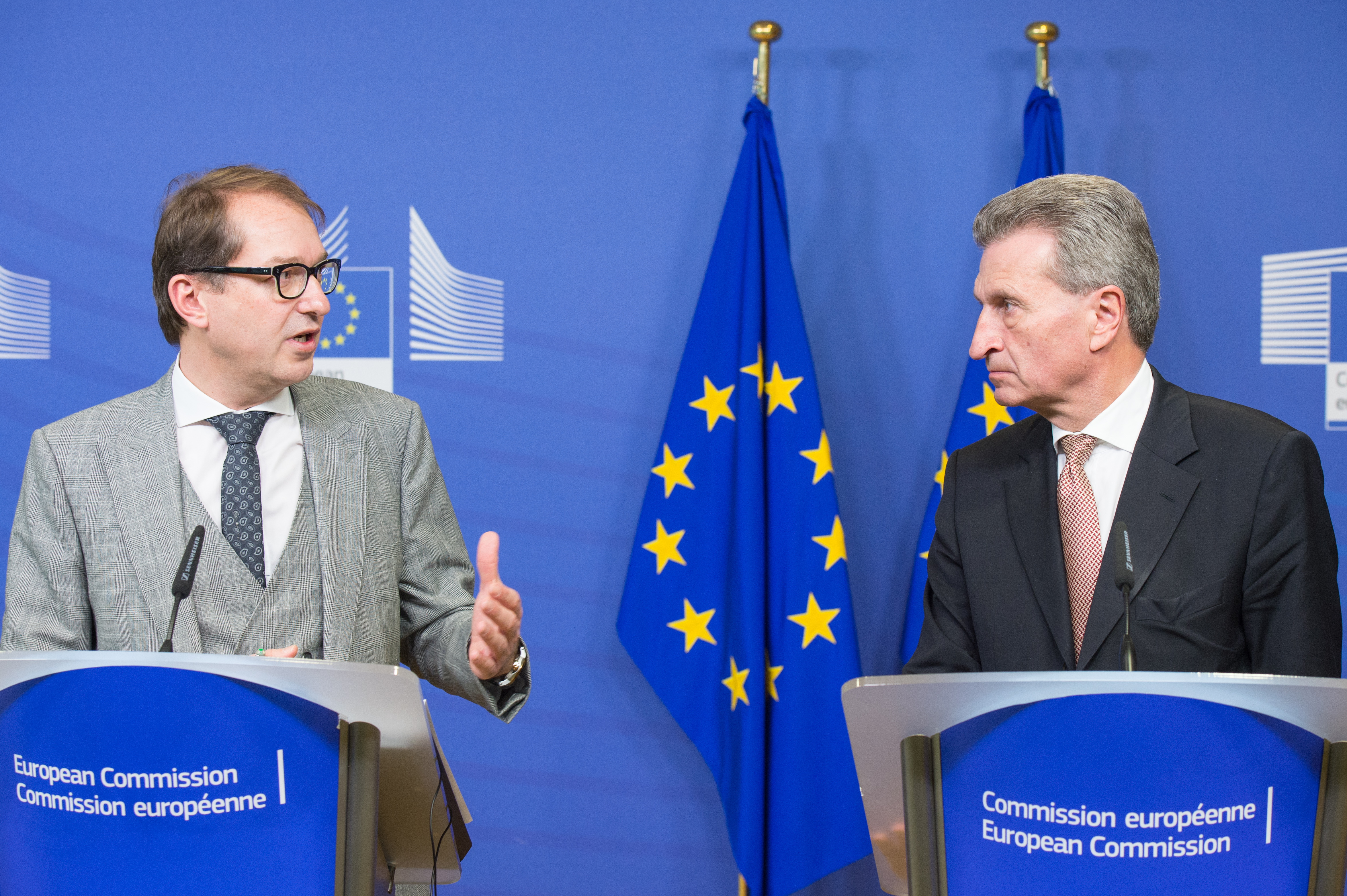 Alexander Dobrindt, ministre allemand des Transports, et Günther Oettinger, commissaire européen à l'économie et à la société numériques.