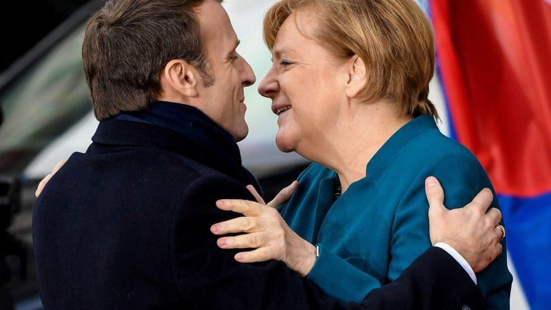 Macron prêt à soutenir Merkel à la présidence de la Commission H_54922419-800x450