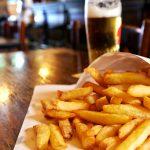 Belgique: le changement climatique sonne-t-il le glas des frites et de la bière?