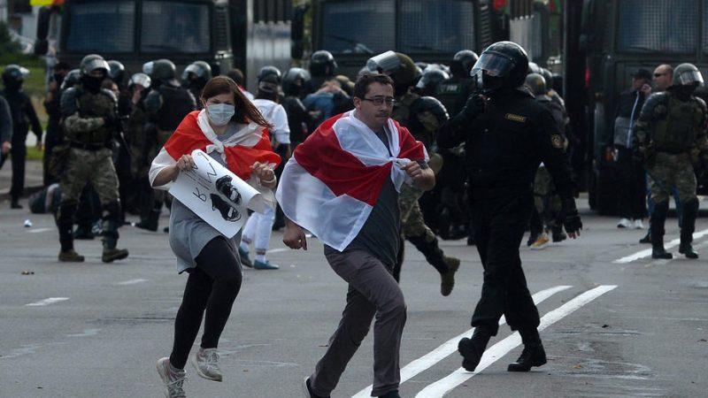 250 arrestations et une manifestation monstre — Minsk